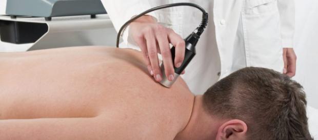 Manejo del dolor y alivio con terapia con láser | Quiropráctico ... - dralexjimenez.com
