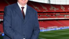 El presidente del Arsenal, Sir Chips Keswick, reconoce que el club debe invertir