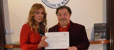 Console Marisela Morales e il presentatore d'arte Amedeo Fusco