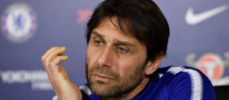 Las estrellas del Chelsea Olivier Giroud y Eden Hazard han criticado a Antonio Conte