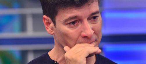 Convidada não aguenta a emoção, sofre convulsão e desmaia no palco do programa de Rodrigo Faro