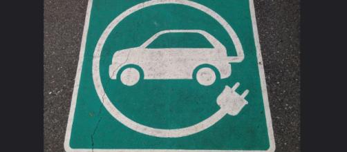 Electric car signs are becoming common - Image credit - Paul Krueger | Flickr