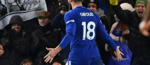 Giroud sale en defensa de Conte