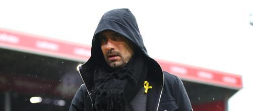 Guardiola cuestionado por usar la cinta amarilla