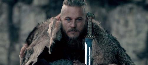 Personagem Ragnar interpretado por Travis Fimmel