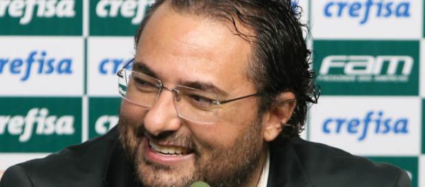 Alexandre Mattos renovou com Dudu