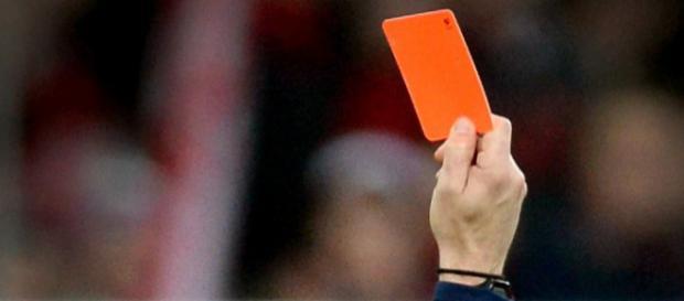 Da können selbst die meisten Weltmeister nicht mitreden: Eine kassierte Rote Karte wegen des Nachnamens. Fotoquelle: express.de