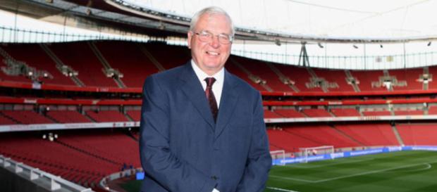 El presidente del Arsenal, Sir Chips Keswick