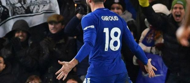 Giroud sale en defensa de Conte
