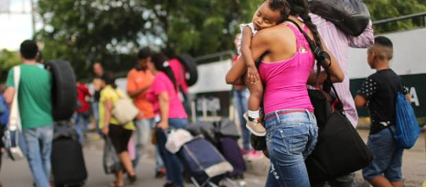 Hombre graba éxodo de venezolanos hacia Colombia y los tilda de ... - pulzo.com