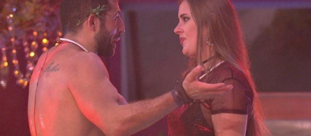 Patrícia continua insistindo em formar casal com Kaysar no BBB18