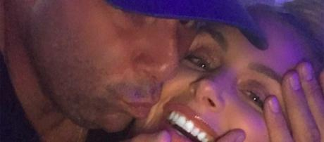 Randall Emmett kisses girlfriend Lala Kent. [Photo via Instagram]