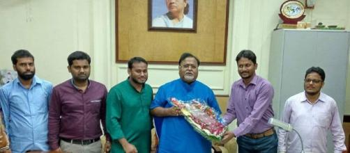 A delegation of SIO West Bengal meeting state Education Minister Partha Chattergee (Image Credit- SIO Facebook page)