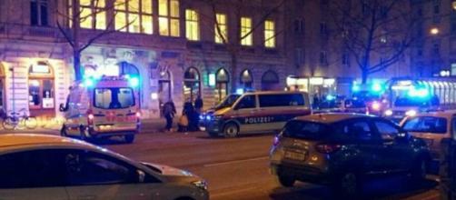 Attacco con un coltello a Vienna, l'aggressore è un afgano. Si teme sia di matrice islamica.