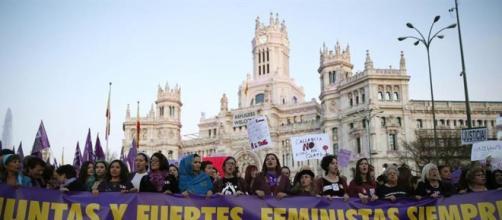 Colectivos feministas convocan la primera huelga general de ... - elespanol.com
