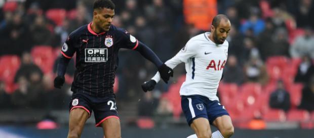 Lucas Moura (derecha) impresionó desde que se unió al Tottenham del PSG