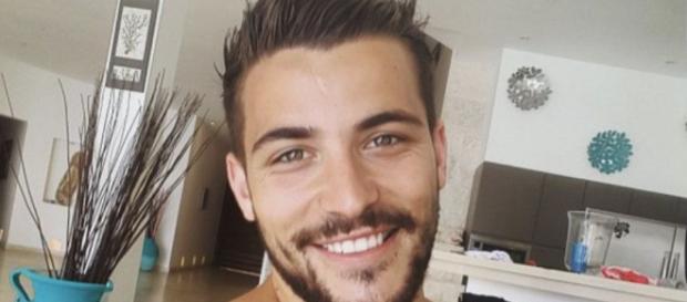 Public Buzz : Anthony Matéo pose nu... et les internautes le lui ... - public.fr