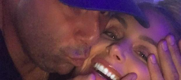 Randall Emmett kisses girlfriend Lala Kent. [Photo via Instagram]