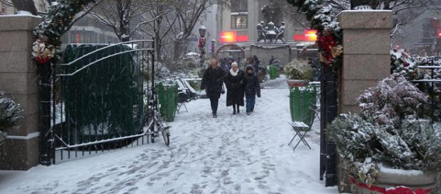 Snowfall in Herald Square. - [Image credit – Jim.henderson, Wikimedia Commons]
