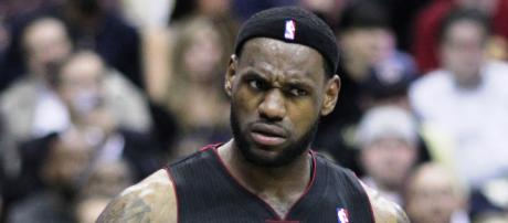 LeBron James considering 4 teams to join in free agency [Image by Keith Allison / Flickr]