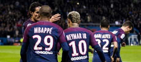 Neymar estava no Brasil se recuperando