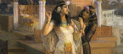Cleopatra y sus famosos baños en leche de burra.