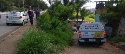 Defesa Civil tenta retirada de moradores no local