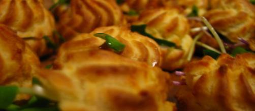 I gougère: ricetta al formaggio e versione alle verdure