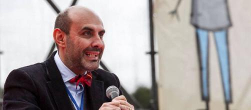 Il neo senatore Pillon sul palco del Family Day (Fonte:www.difendiamoinostrifigli.it)