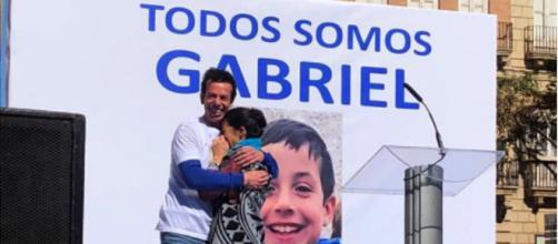 Las muestras de cariño entre los padres de Gabriel Cruz