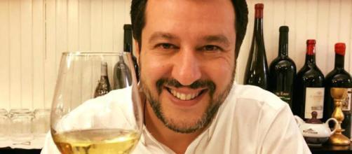 Salvini brinda ai suoi nemici, Saviano replica e cita Gomorra. 99 ... - lastampa.it