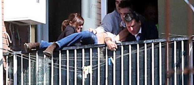 Agresorul a vrut să se arunce de la balcon