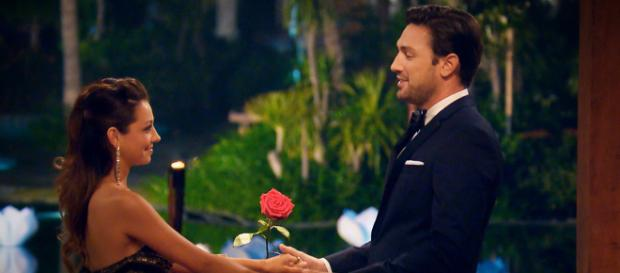 Der Bachelor: Beim Finale erhielt Kristina die letzte Rose - Foto: MG RTL D