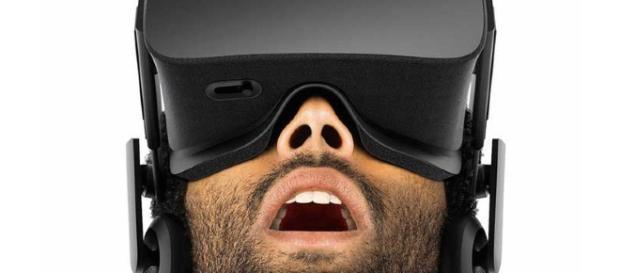 Un modelo de los auriculares con gafas de realidad aumentada