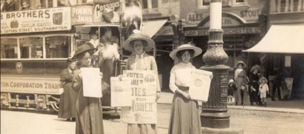 Mulheres protestam pelo direito ao voto em Southampton, na Inglaterra, em 1911.