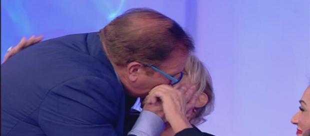 Uomini e donne: Domenico bacia Gemma Galgani