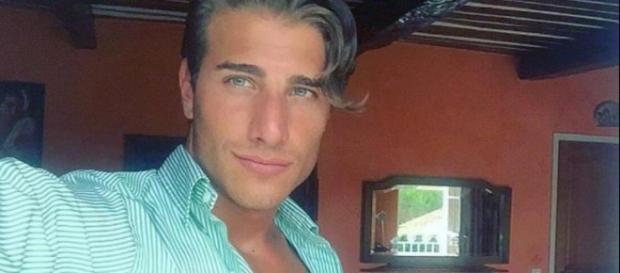 Uomini e Donne: Nicolò Ferrari scrive un messaggio per Nilufar?