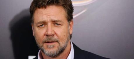 Russell Crowe vende todo para olvidar a su exesposa