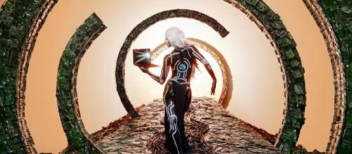Benjamin Von Wong is bring art to the forefront in order to recognize the importance of recycling. [Image via Von Wong/YouTube]