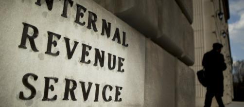 Agente del IRS acusado de violar y estrangular a una joven estudiante