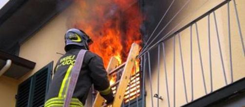 Incendio in abitazione (immagine d'archivio)