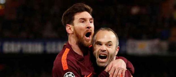 Leo Messi está protegendo Andres Iniesta