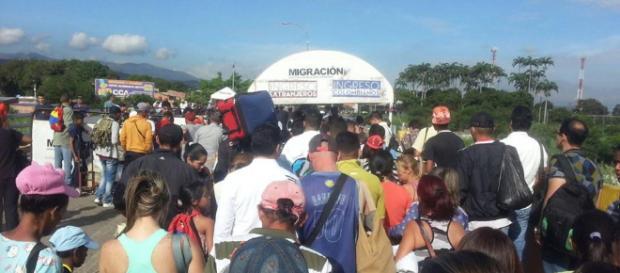 Venezolanos cruzando la frontera