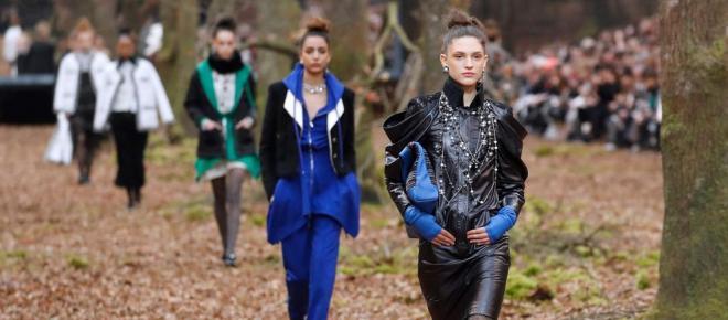 Chanel presenta su colección en un bosque otoñal