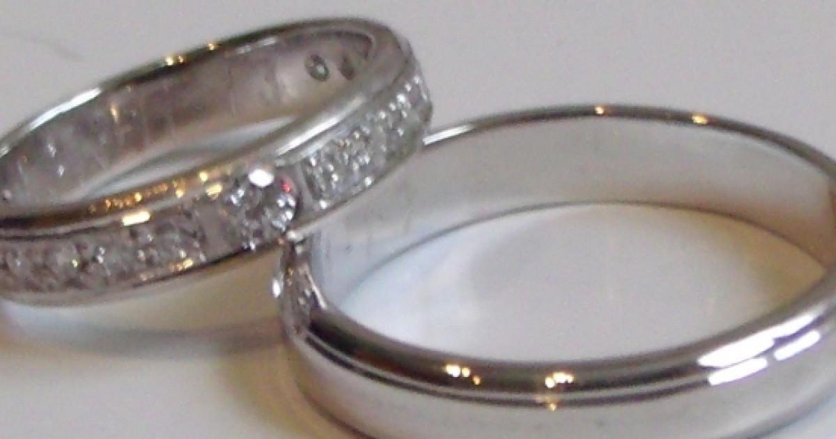 23d2a002639a Anillos matrimoniales de oro blanco tendencia de las novias