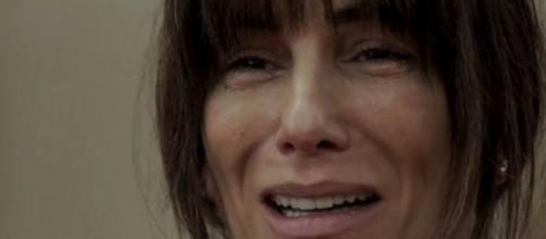 Desespero toma conta de Beth em 'O Outro Lado'