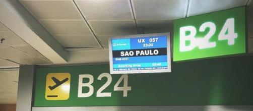 Imagem emblemática foi postada pelo jogador no aeroporto