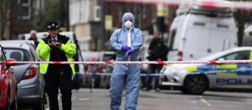 Londra, due sparatorie nella notte: morta una 17enne - foto - corriere.it