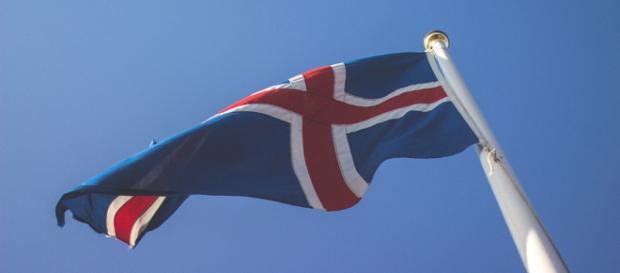 Die Flagge Islands wird bei der Fußball-WM in Russland stolz inmitten dener der anderen 31 Teilnehmer wehen. Foto: Pixabay