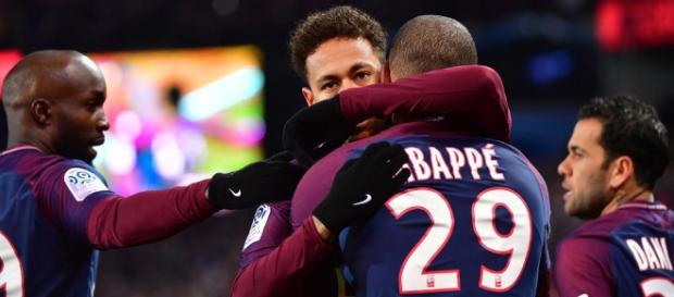 Foot PSG - PSG : Mbappé président du fan club de Neymar ! - Foot 01 - foot01.com